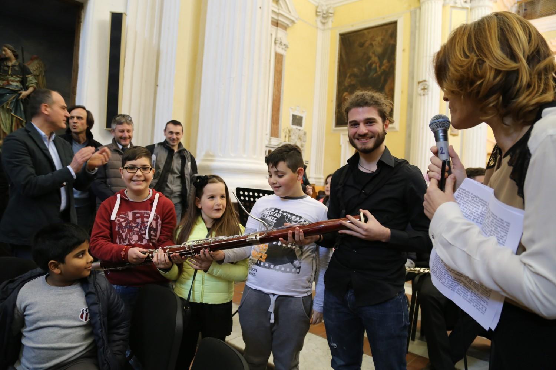 Un nuovo piano triennale per Sanitansamble: Sal da Vinci alla cerimonia di consegna degli strumenti