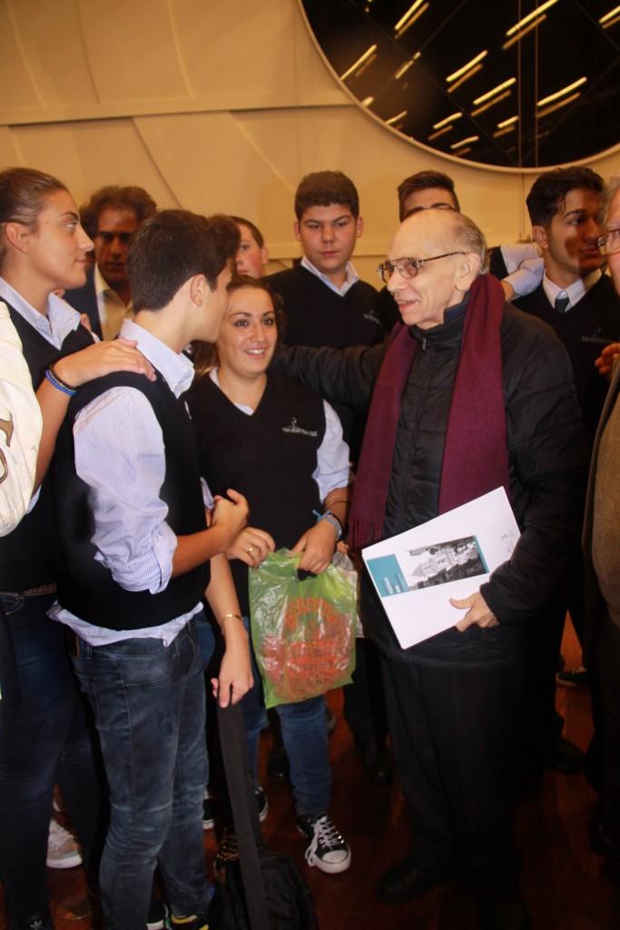 Il maestro José Antonio Abreu con i giovani di Sanitansamble_settembre 2012_l